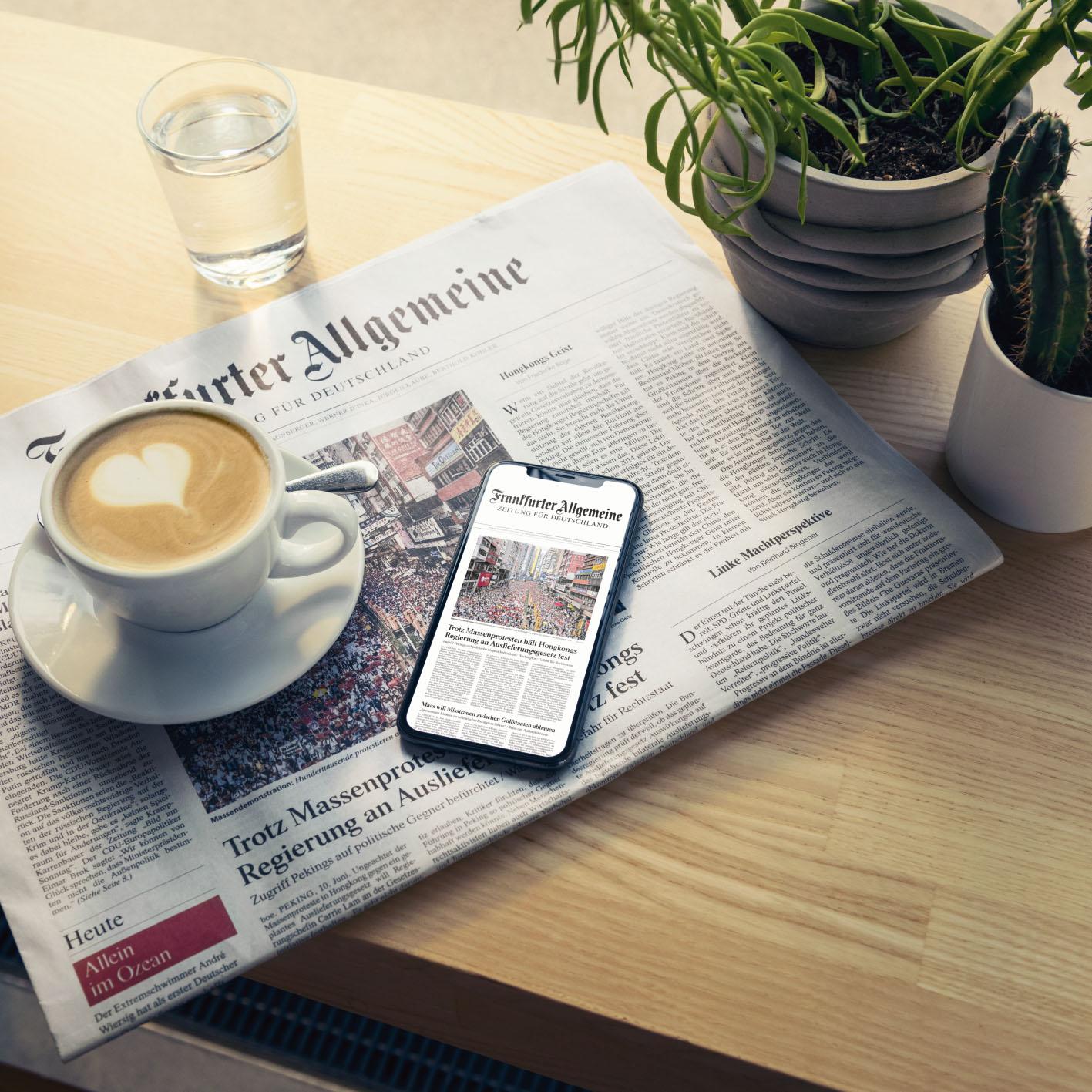 Lesewelt FAZ Print Digital Top Shot Casual Cafe Tisch image number null